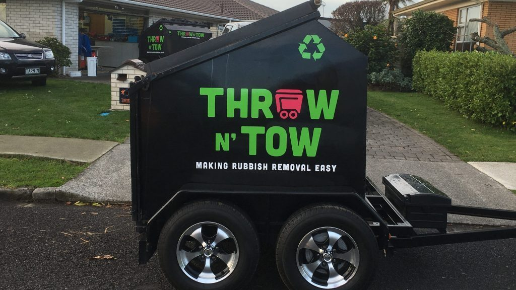 trailersignage_throwntow